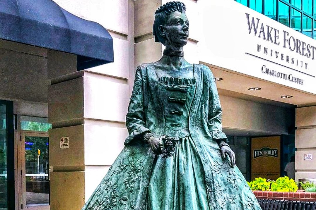 Queen-Charlotte-Statue
