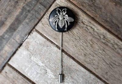 rookandking-hornet-lapel-pin