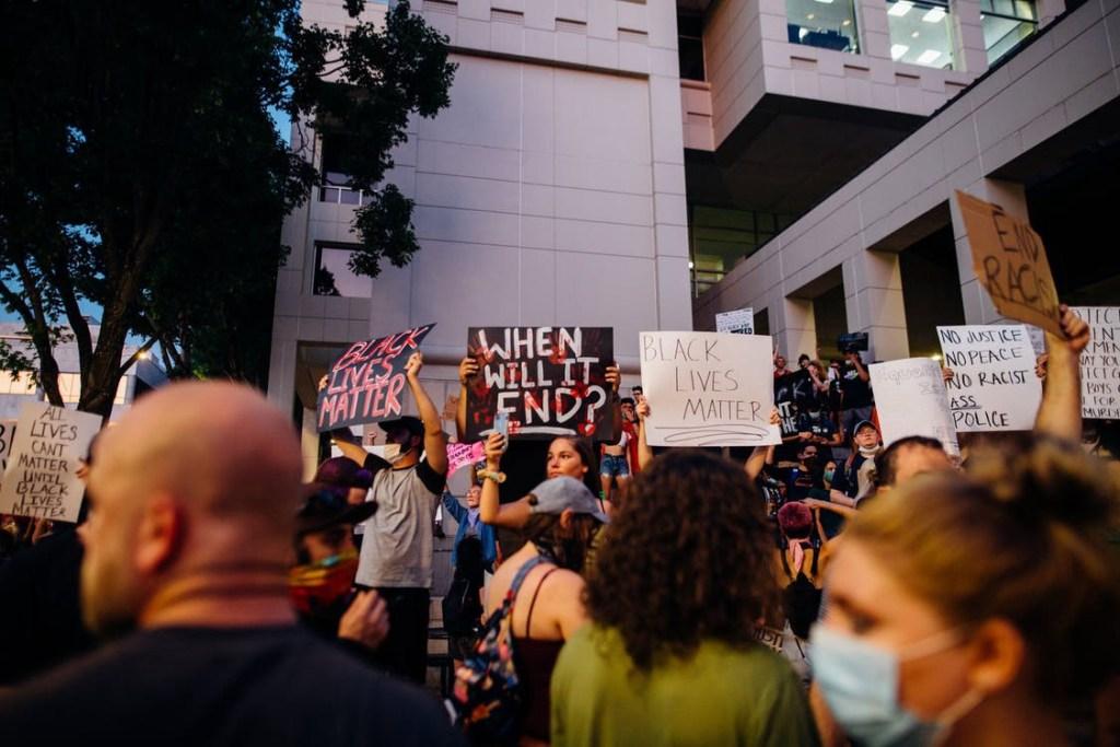 Black-Lives-Matter-protester2